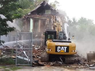 Castro-home-demolition_20130807111622_640_480